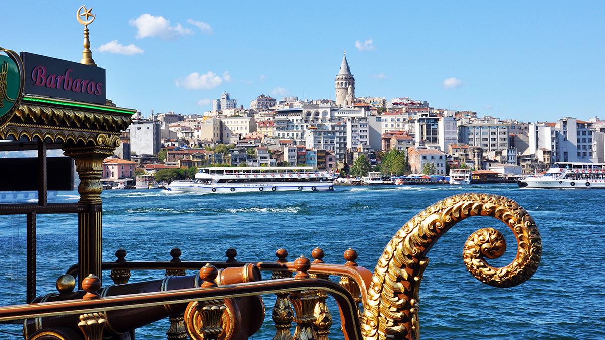 Blick über den Bosporus auf den Stadtteil Galata und den Galata Turm im europäischen Teil der Stadt. Foto WR