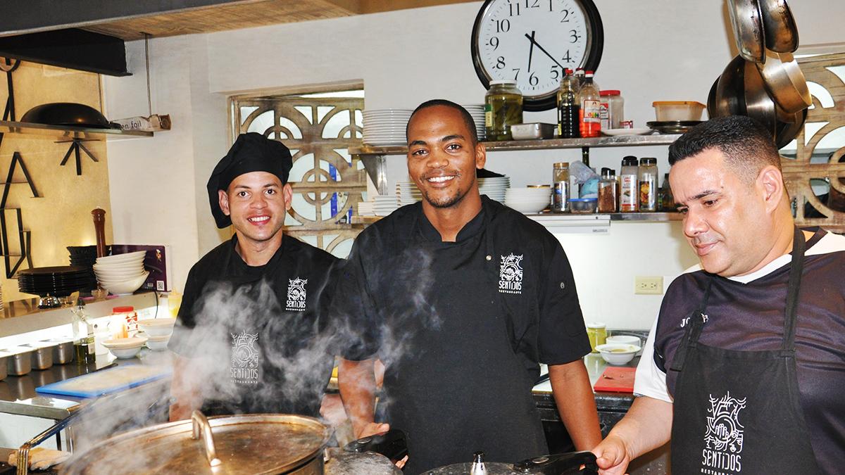 Die Crew des Restaurants 5 Sentidos: Kochen modern, aber bleiben authentisch im Geschmack