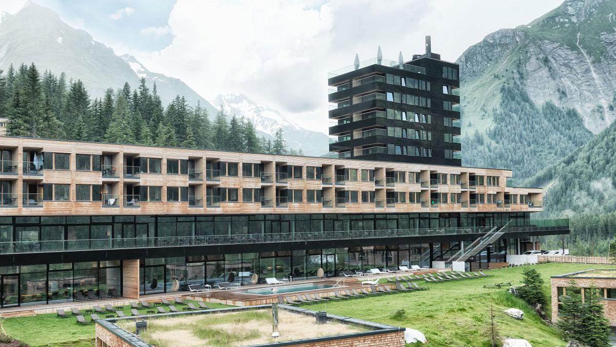 Gradonna Mountain Resort: Klare Architektur in gewaltiger Bergwelt. Foto Gradonna