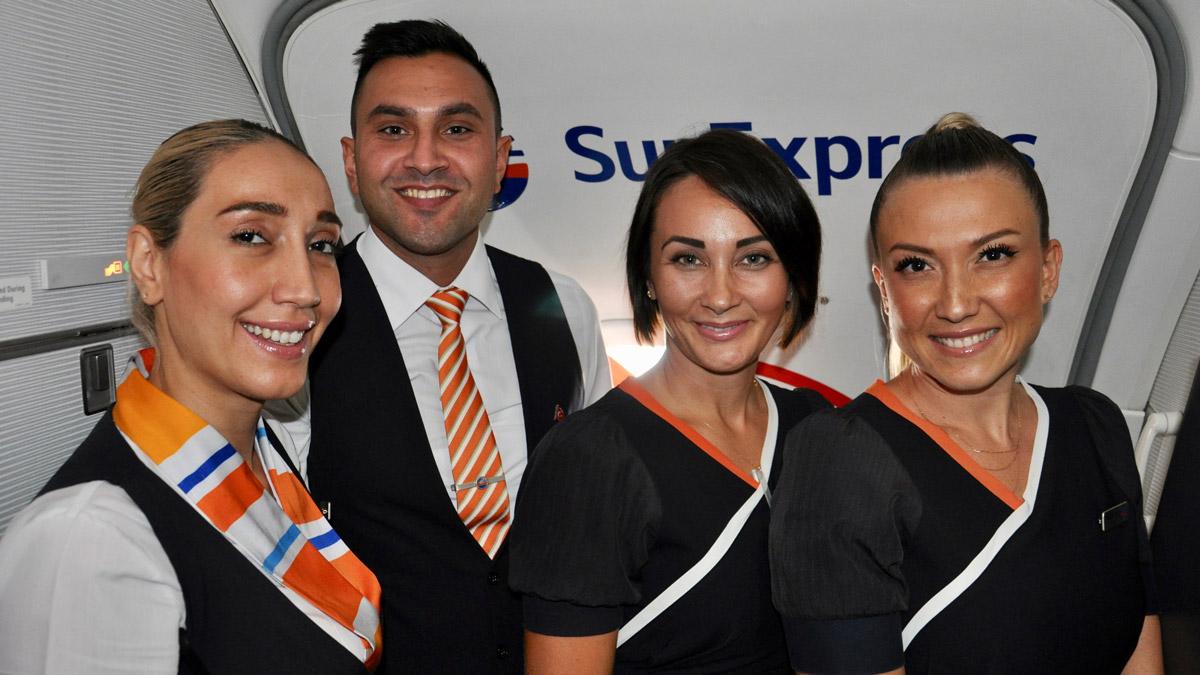 Die gut gelaunte SunExpress Crew: Hülya (Purserette), Hüseyin, Rindan und Saadet (v.li.). Foto WR