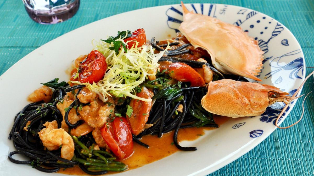 Restaurant Olives: Signature Dish, schwarze Spaghetti mit Hummer und Algen Foto WR