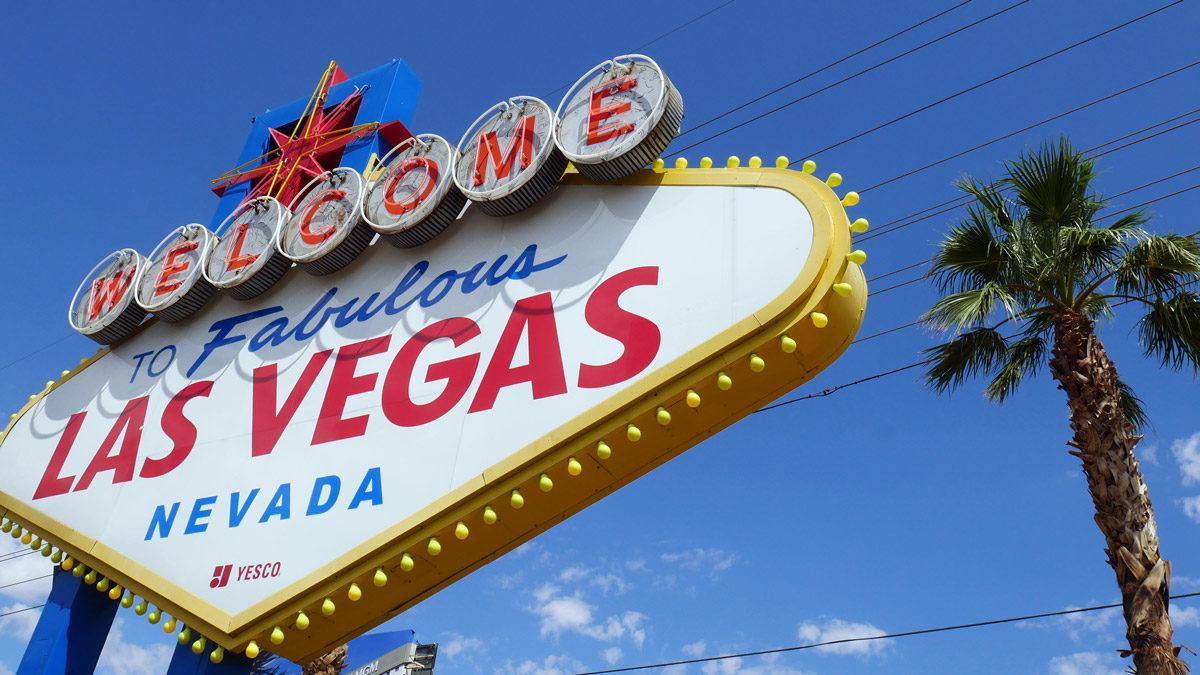 Hinten dem berühmten Las Vegas Schild beginnt der Strip. Foto JW