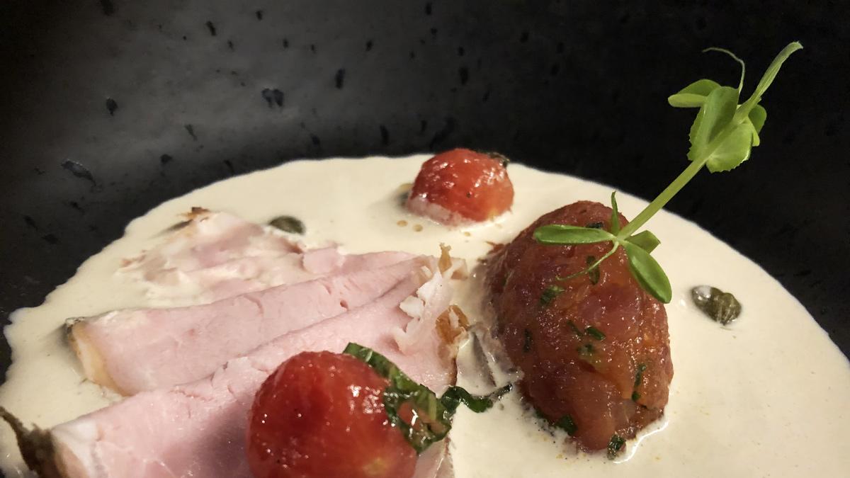 Ein ausgewöhnlich feines Vitello Tonnato vom Kalbsrücken mit Thunfisch-Tartar. Foto HvF