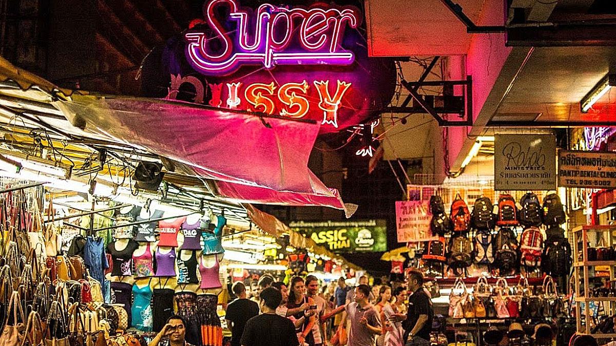 Patpong Road: Wer Kopien von Shirts, Uhren oder Handtaschen sucht, ist hier richtig. Foto WR