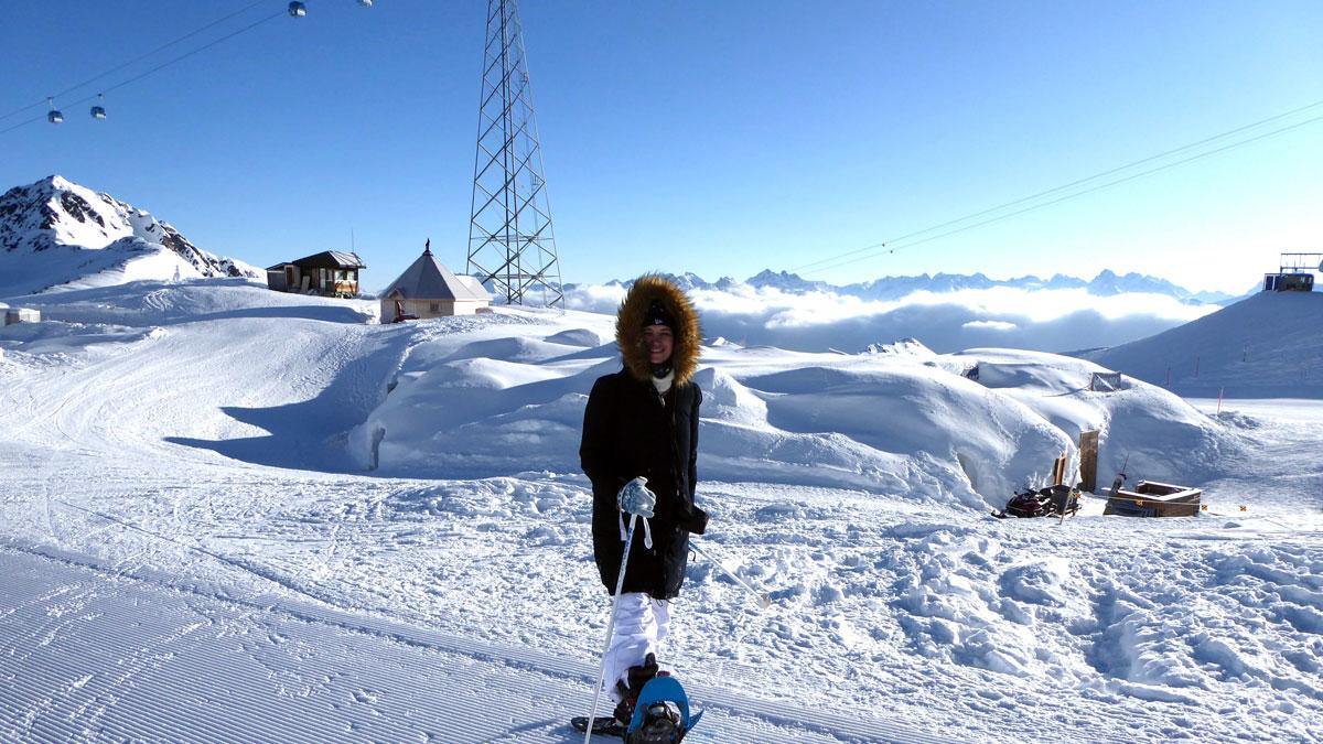 Das Iglu-Dorf Davos Klosters tief vergraben im Schnee. Foto IH