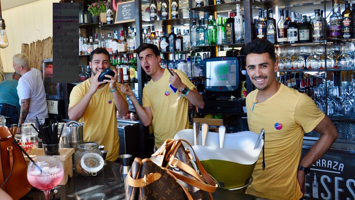 Fontecruz: Szenetreff an der Bar mit gut gelauntem Personal. Foto WR