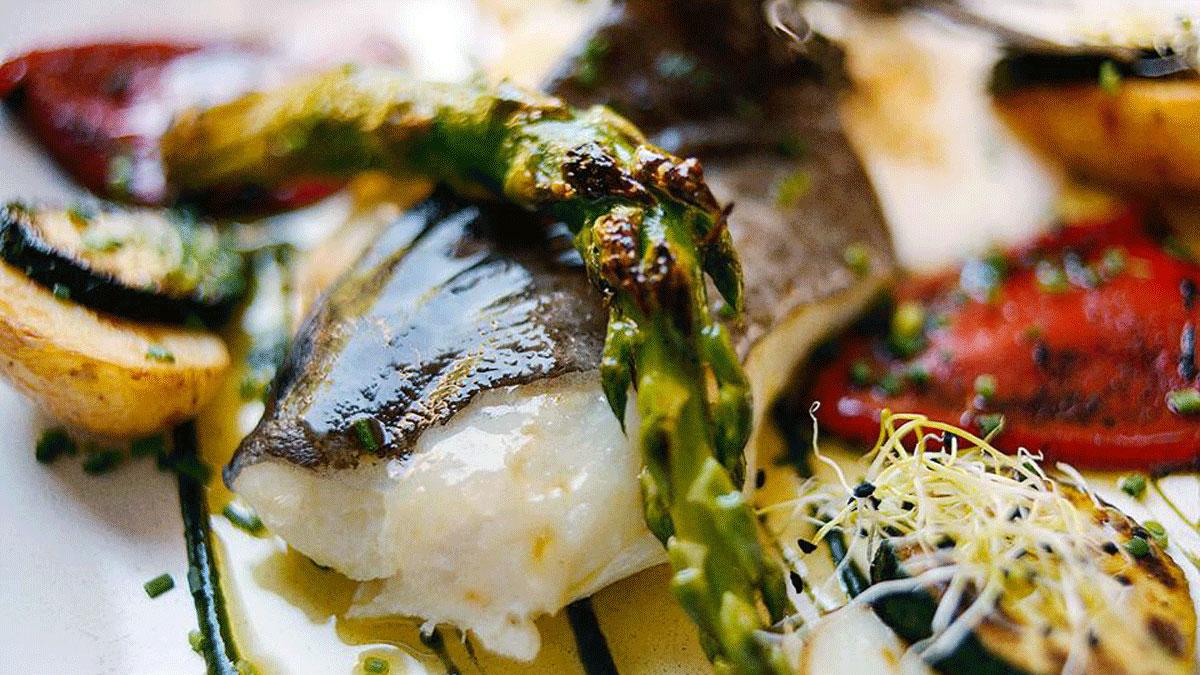 La Rosa: Bacalao mit gebratenem Gemüse. Foto La Rosa