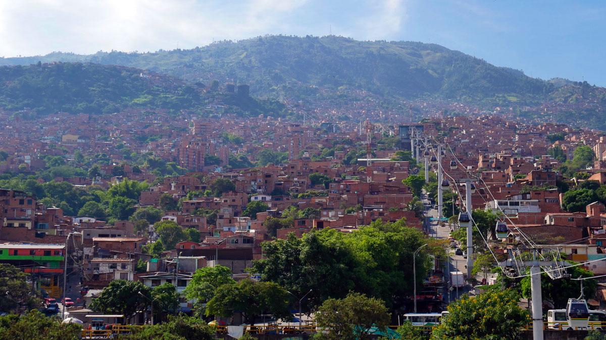 Seit 2004 verbindet diese Seilbahn verschiedene Viertel in Medellin