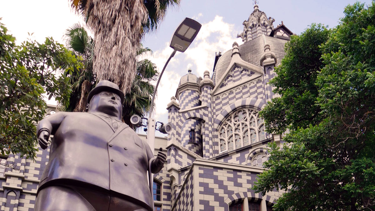 Riesige Skulpturen auf dem Plaza Botero