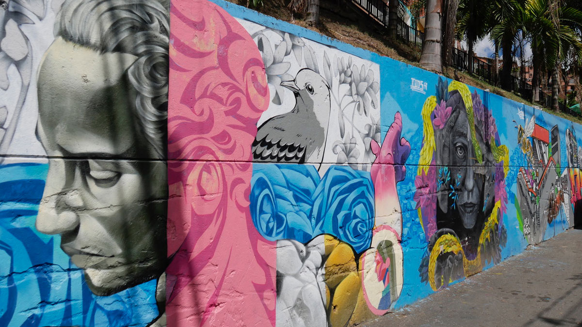 """Grafittis verwandelten die einst gefährliche """"Comuna13"""" in ein beliebtes Tourismusviertzel"""