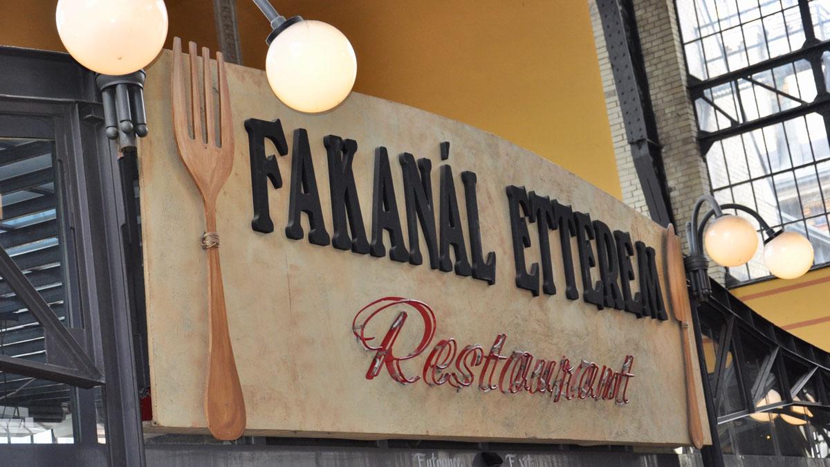 Markthalle: Im Fakanál Etterem im ersten Stock gibt es (angeblich) das beste Gulasch. Foto WR