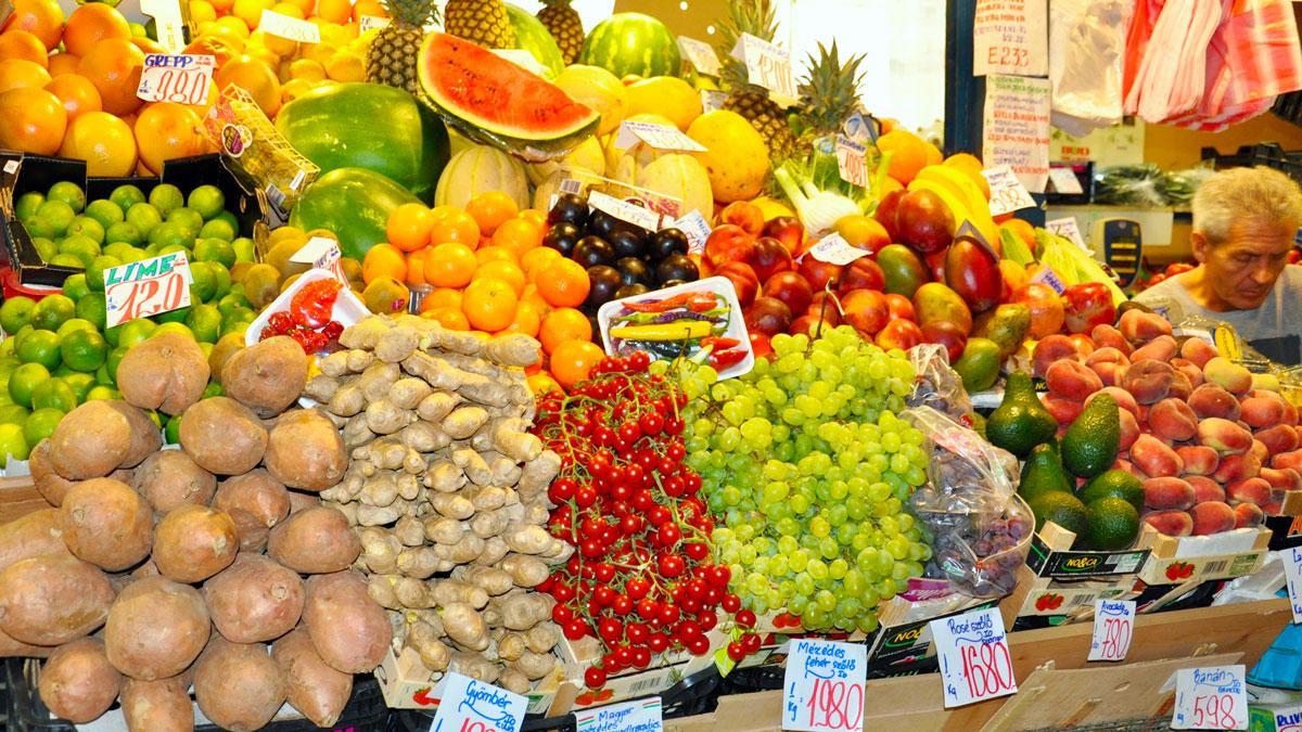 Markthalle: Die Zeiten sozialistischer Marktwirtschaft sind längst vorbei. Die Welt ist mit allen Produkten vertreten. Foto WR