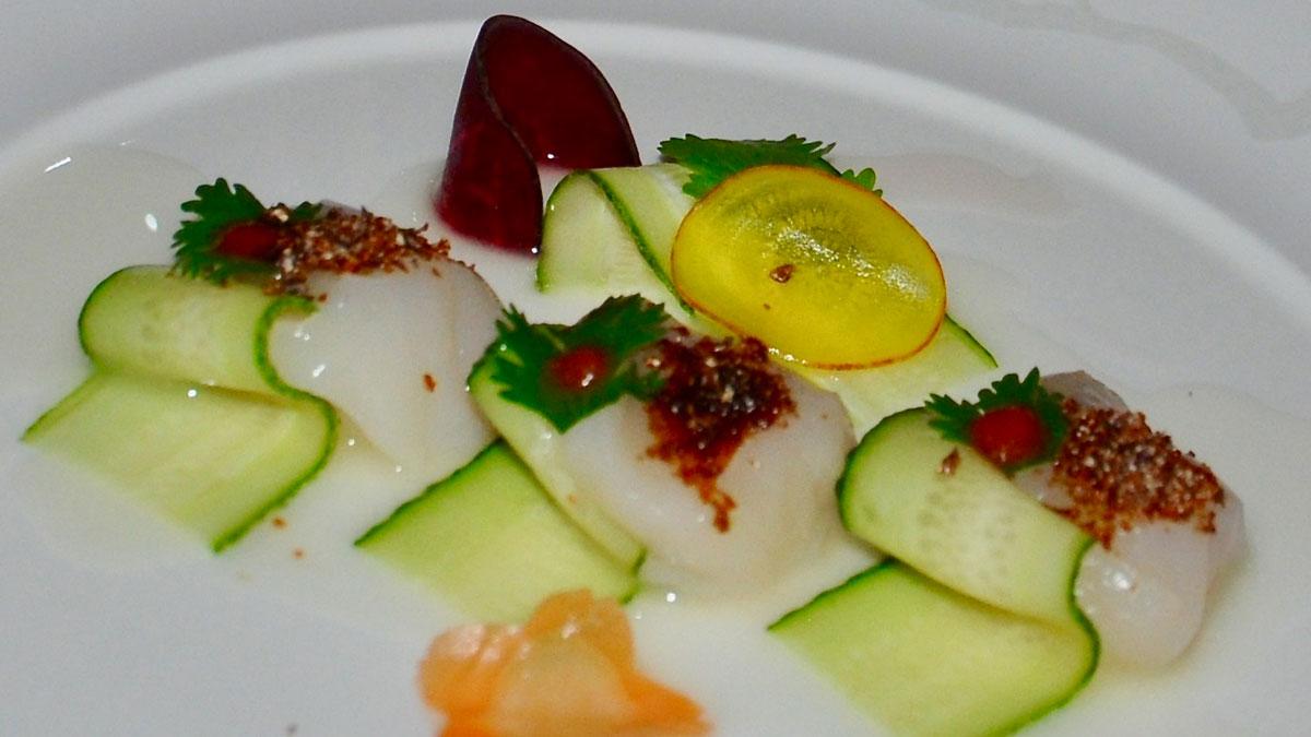 Nobu: Jakobsmuscheln mit roter Pfeffer-Sauce und Zucchini. Foto WR