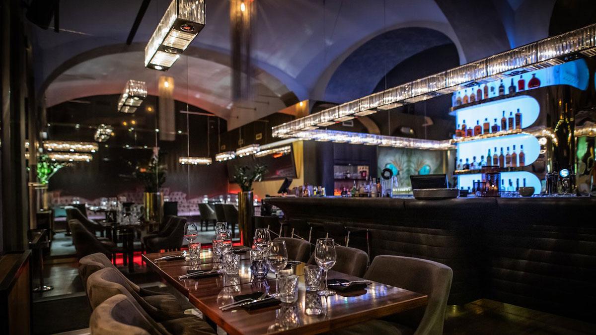 """""""Zeya"""": Das stylische Restaurant /BBQ in der Nähe der St. Stephans-Basilika."""