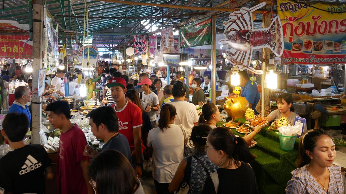 Kulinarische Spielwiese: Klong Lad Mayom Markthallen. Foto JW