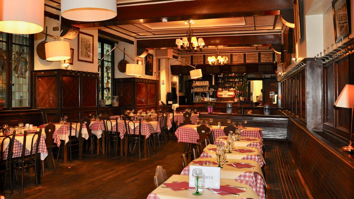 """""""Zum Strissel"""". Weinstube seit 1395. Wie fast überall rot-weiß karierte Tischdecken. Foto WR"""