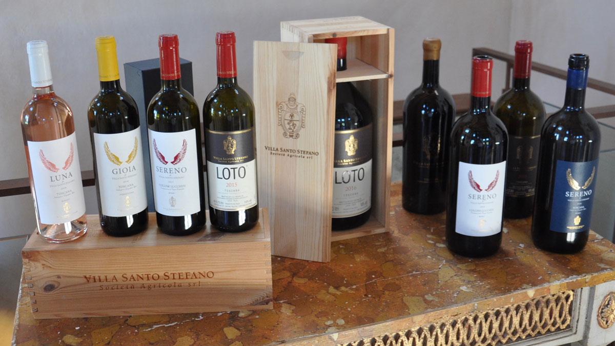Die Weinkollektion von Villa Santo Stefano: Rotweine Loto und Sereno, Weißwein Gioia und Rosé Luna. Foto WR