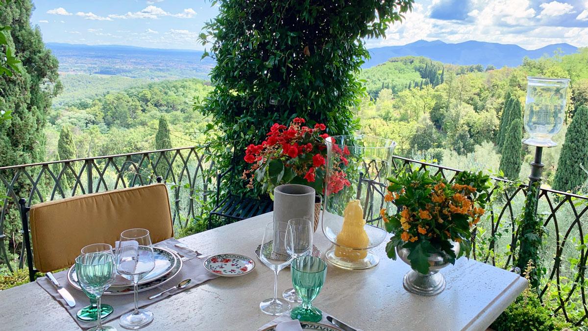 Essen mit Aussicht. Herrlicher Blick über den Tellerrand bis an die ligurische Küste. Foto WR