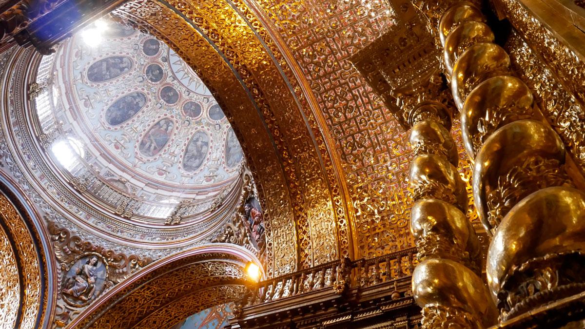 Über sieben Tonnen Gold wurden in der IGLESIA LA COMPANIA verbaut. Foto JW