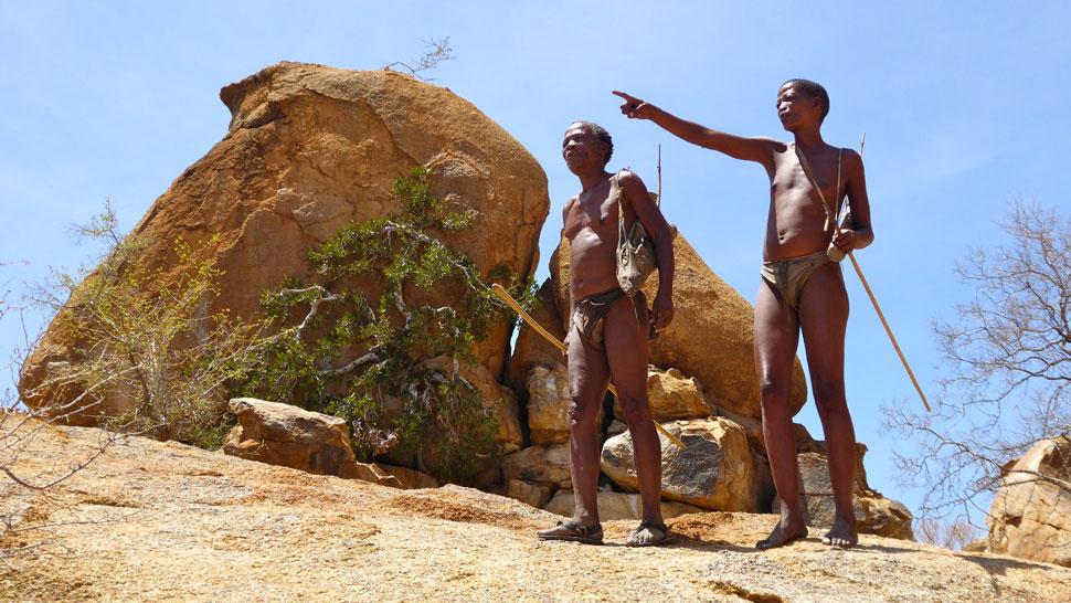Bushmänner bei der Jagd. Foto Inna Hemme