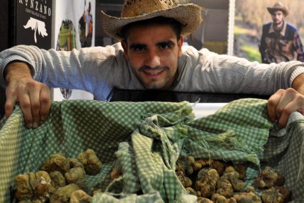 Der Trüffelmarkt in Alba. Nirgendwo in Italien ist das Angebot größer (und besser). Foto WR