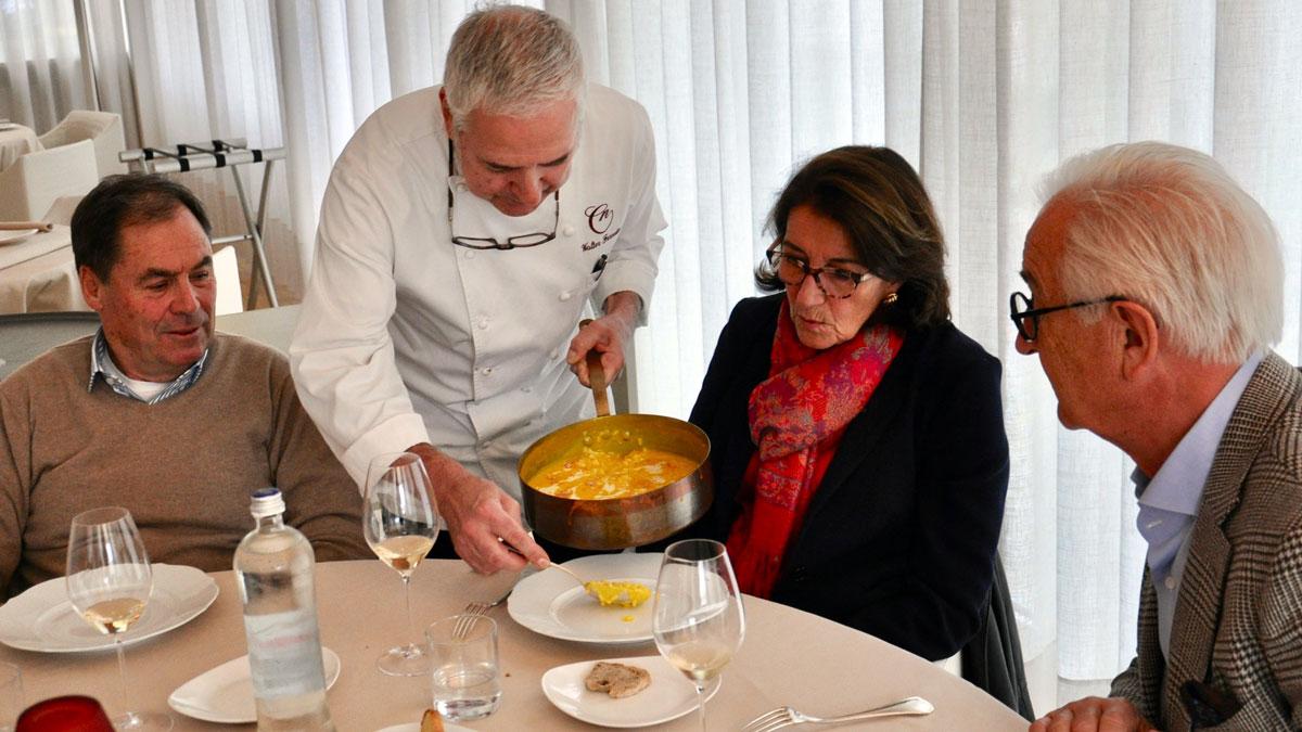 Il Cascinale Nuovo: Küchenchef Walter Ferretto serviert ein außergewöhnliches Reis-Kürbisrisotto. Foto WR