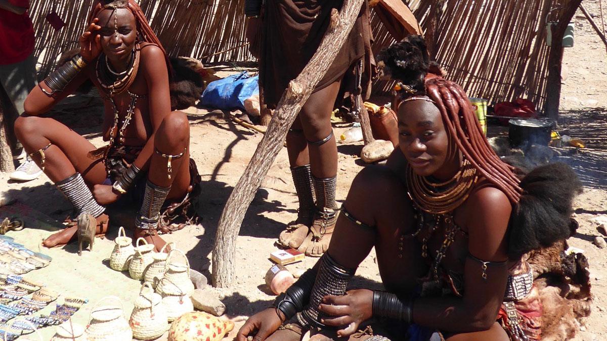 Himba Frauen auf dem Markt. Foto Inna Hemme