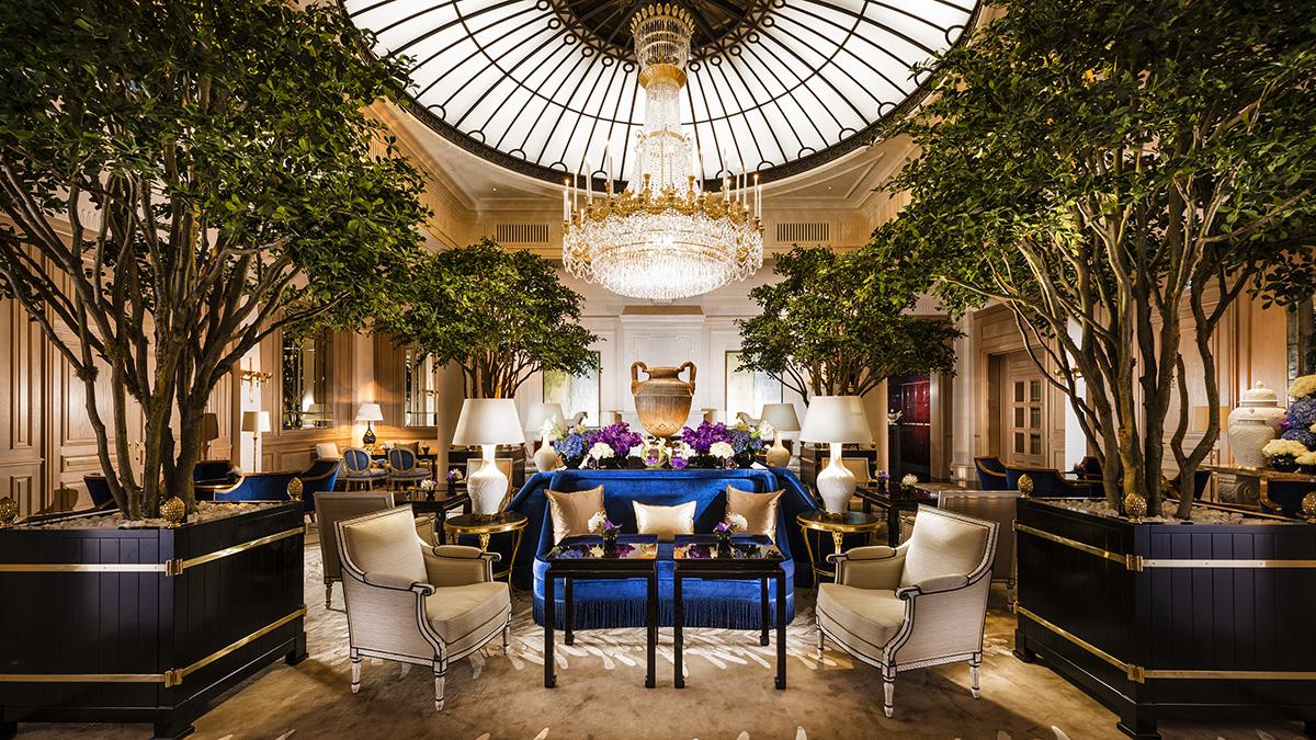 """""""Le Hall"""": Die legendäre Hotelhalle ist die gute Stube von Zürich. Foto Baur"""
