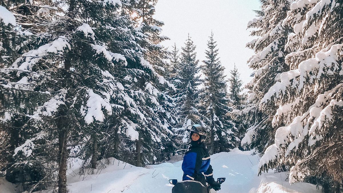 Unterwegs mit dem Schneemobil. Foto Inna Hemme