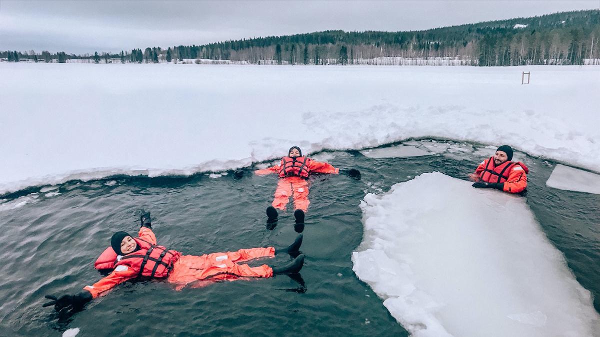 Floaten bei 0° Wassertemperatur. Foto Inna Hemme