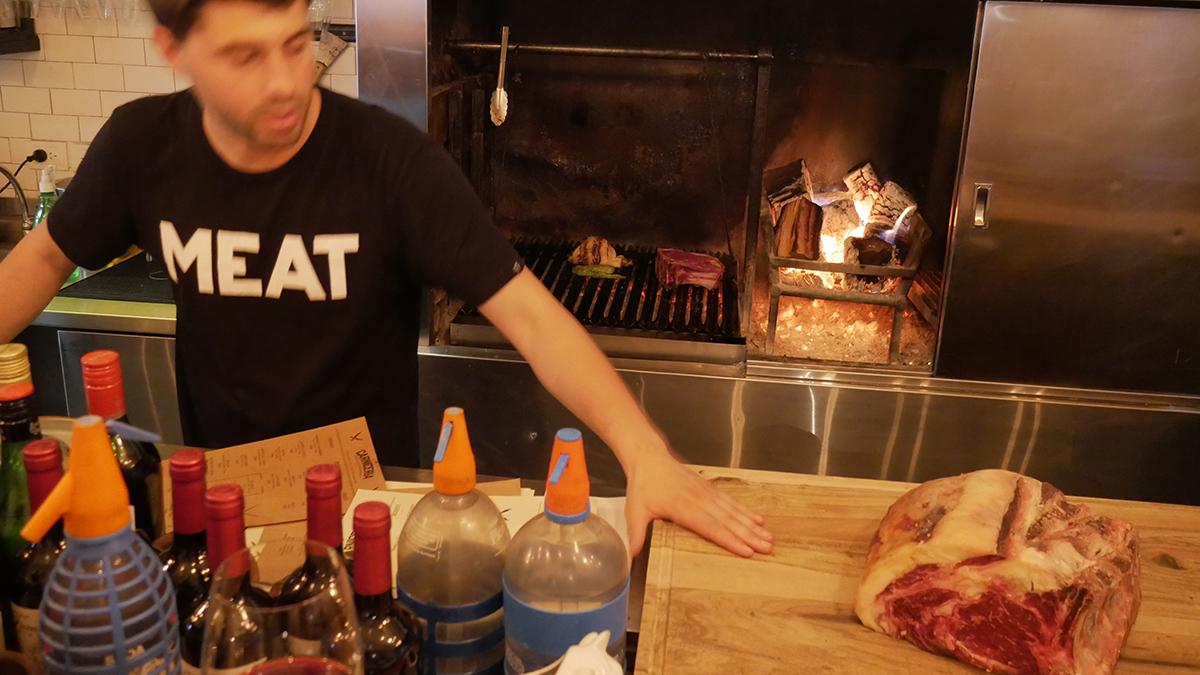 Der Herr des Fleisches: German Sitz ist der Chef der La Carniceria. Foto JW