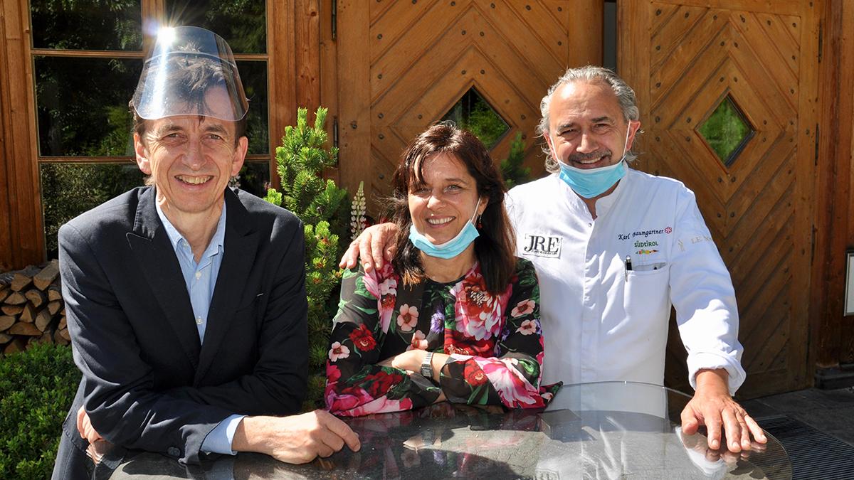 Restaurant Schöneck, Pfalzen: Mary, Karl und Siegi freuen sich auf deutsche Gäste. Foto WR