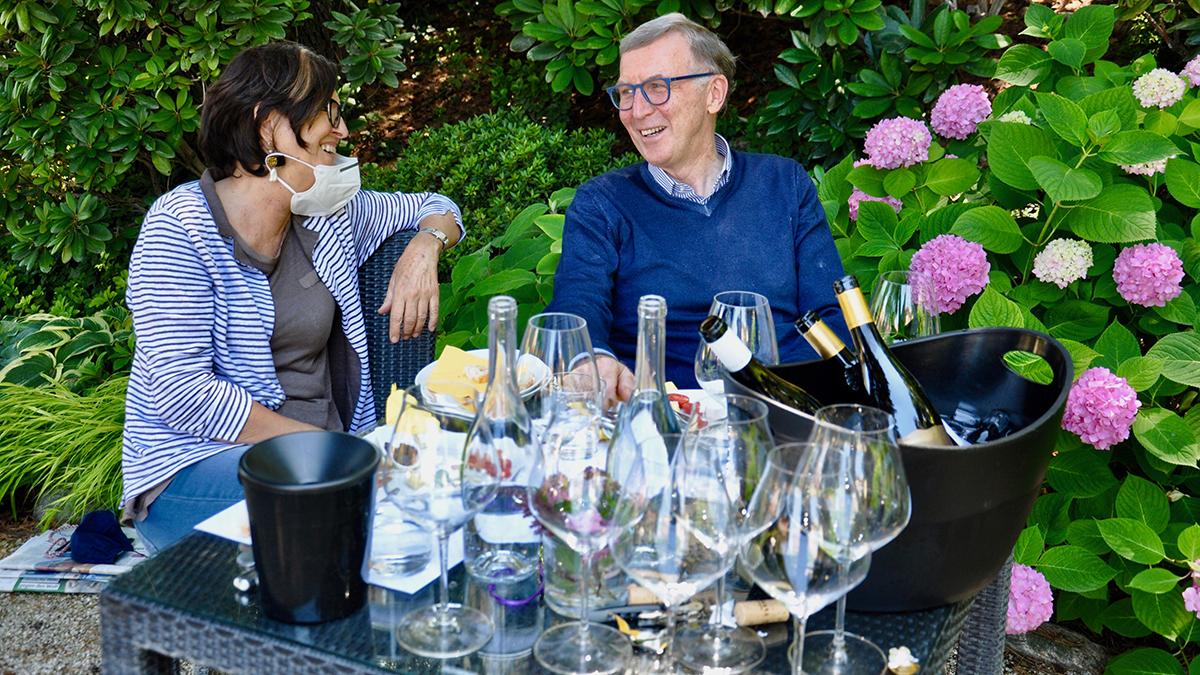 Erfolgreiche Winzer und herzliche Gastgeber: Elena und Werner Walch. Foto WR