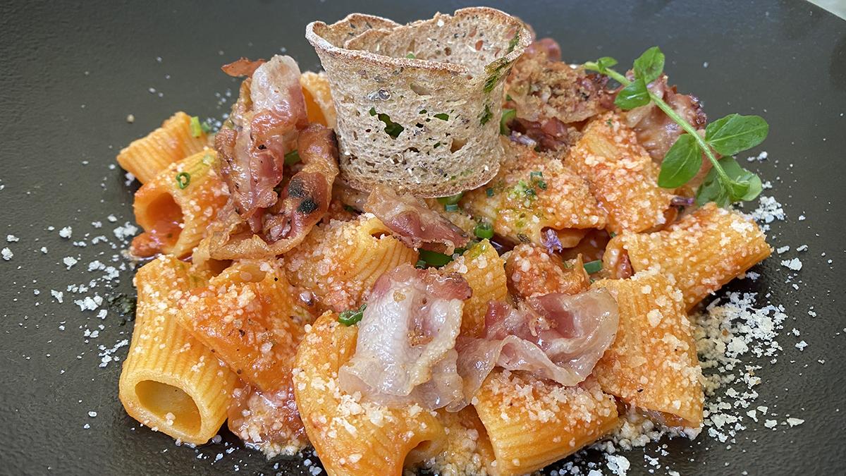 Traube, Sterzing: Hausgemachte Makkaroni mit Schinken, Tomatensauce und Parmesan. Foto WR
