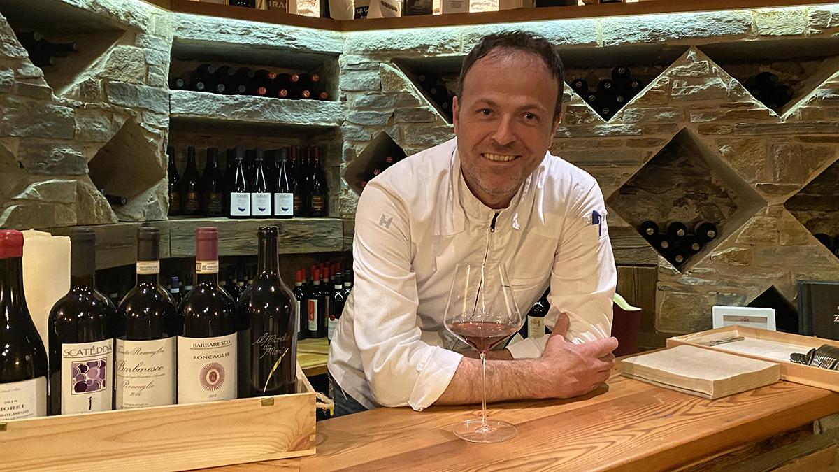 Gasthaus Traube, Sterzing: Gut gelaunter Gastgeber Ulrich Gander in seinem Weinkeller Foto WR