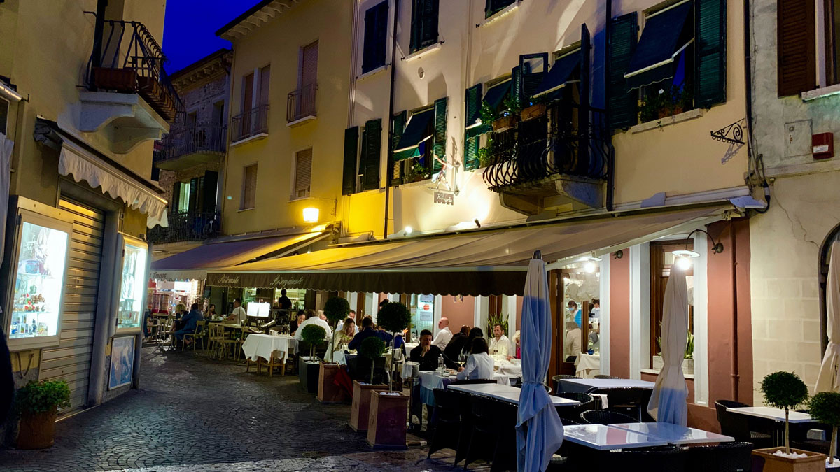 Ristorante Risorgimento, Piazza Carducci: Ein Platz zum Sehen und Gesehen werden. Foto WR