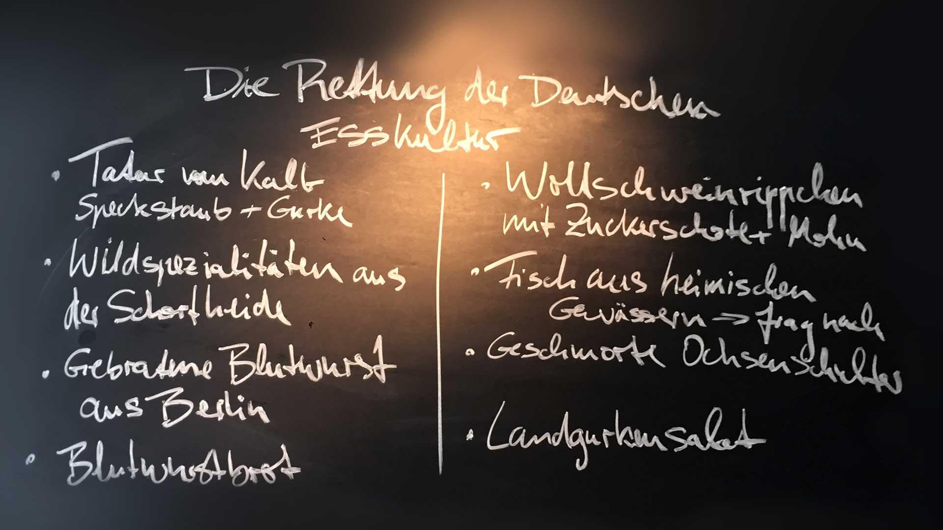 Das auf der Tafel in der Rutz Weinbar verkündete Programm setzt Marco Müller konsequent um. Foto JW