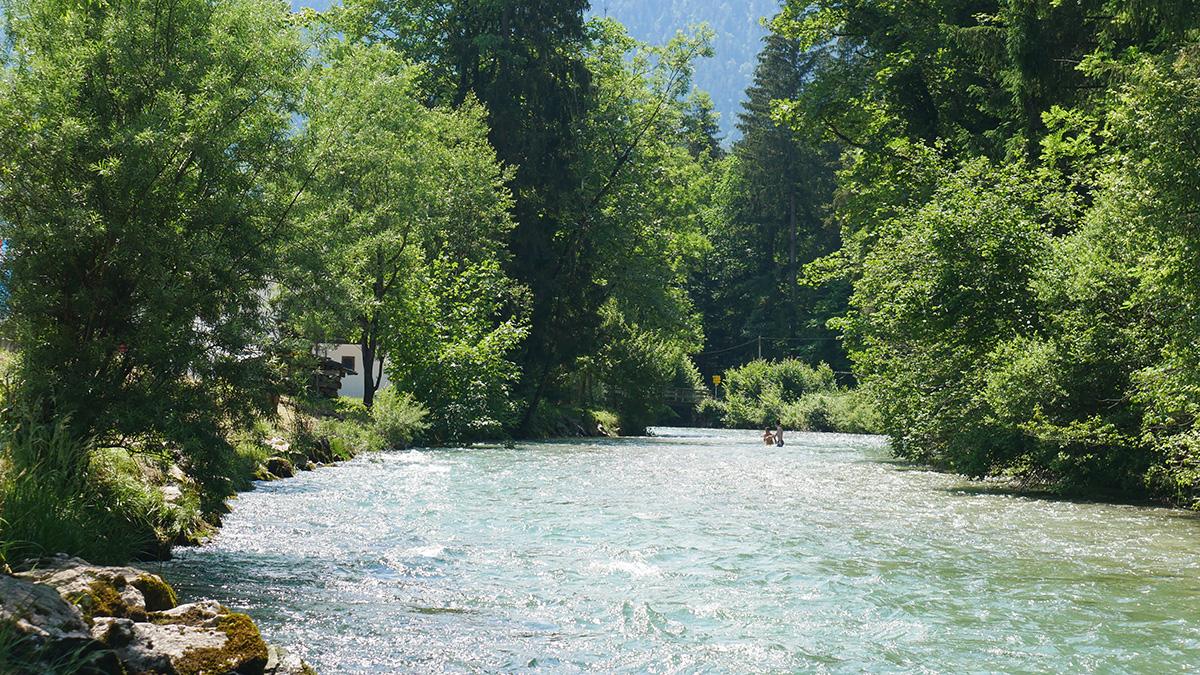 vom Königssee kann man entlang der Königssee Ache bis nach Berchtesgaden wandern