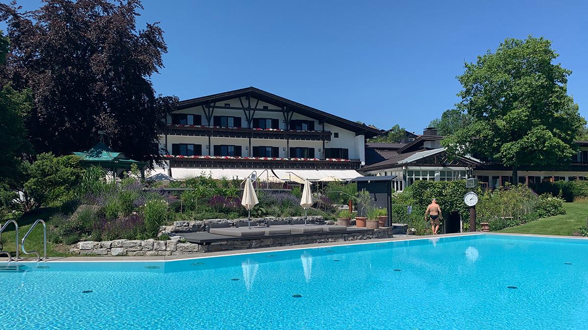 Zwei Außenpools und ein Indoor-Pool stehen dem Gast zur Verfügung. Foto HvF