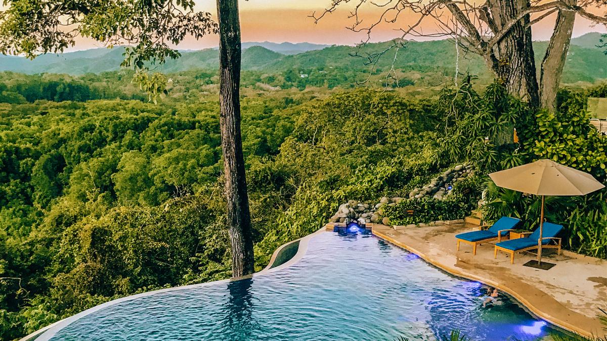 Wunderschöne Aussicht auf den Pool. Foto: Inna Hemme