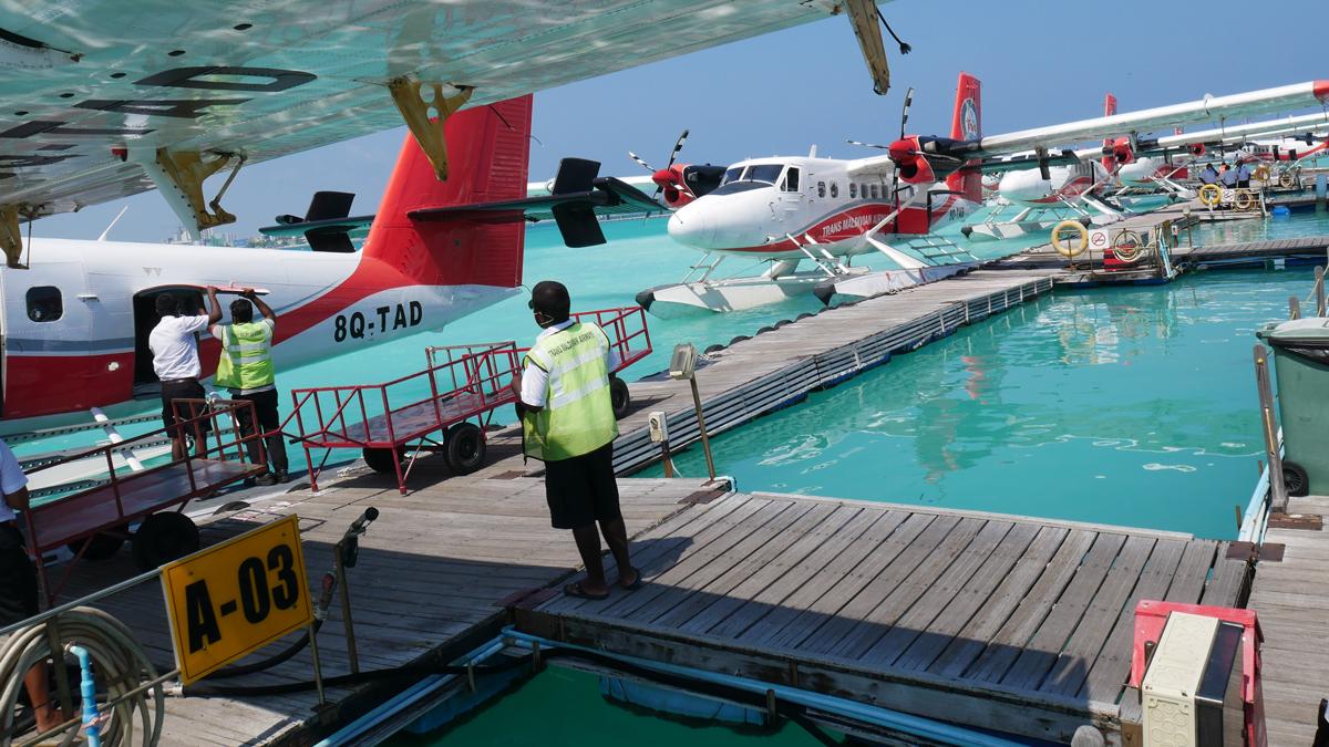 Eine Flotte von Wasserflugzeugen verbindet Malé mit den einzelnen Inseln und Atollen der Malediven. Foto: Jürgen Wenzel