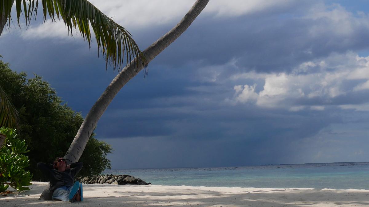 Strandsituation auf dem Baa Atoll. Foto: Jürgen Wenzel