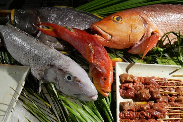 Abendliches Fisch Barbecue im Raha Market des Fairmont. Foto: Jürgen Wenzel