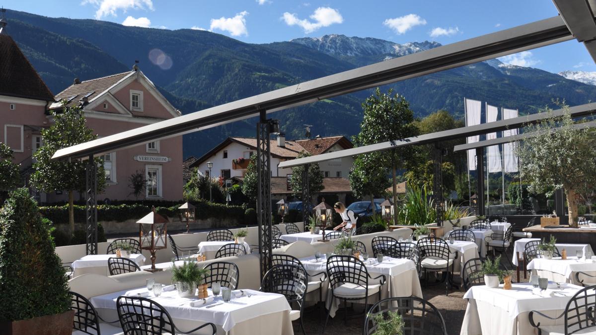 Hanswirt. Die großzügige Terrasse: begehrte Plätze für Frühstück, Lunch und Dinner. Foto WR