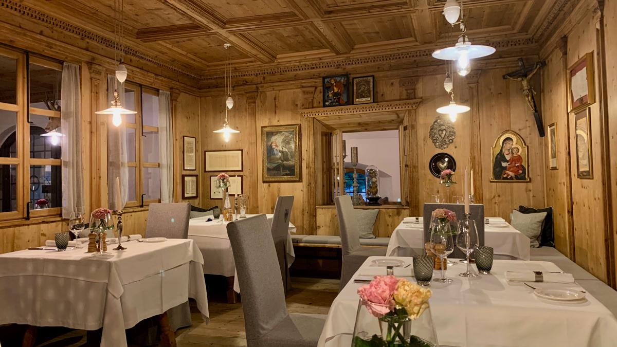 300 Jahre alte Stuben: Hier sitzt man länger bei Südtiroler Speck und einem Glas Blauburgunder. Foto WR