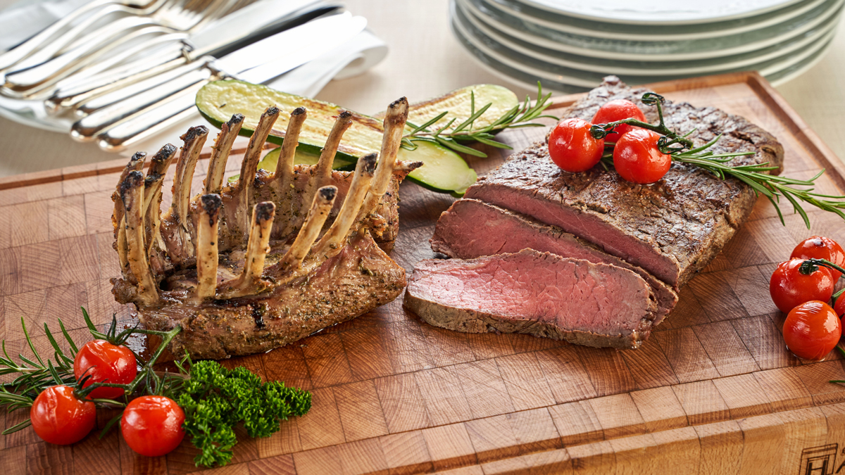 Ein Fest für Fleischfreunde: Lammkrone und Roastbeef. Foto Post